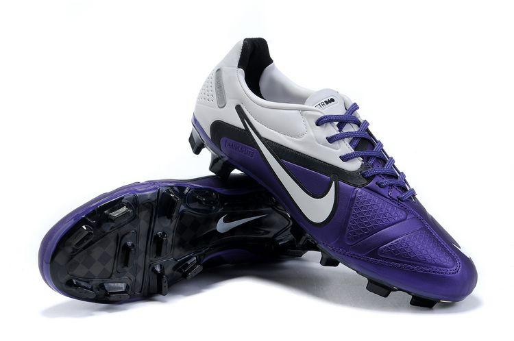 Nike CTR 360 Maestri II - sepatu bola nike terbaik